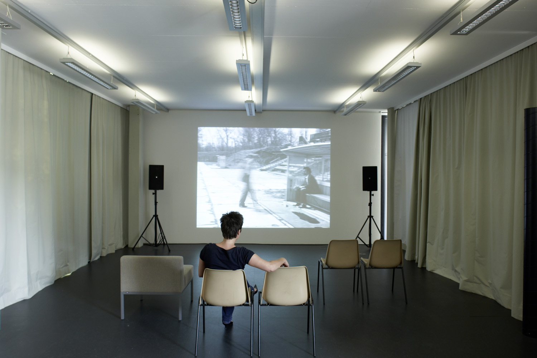 Josef Dabernig / Deimantas Narkevičius — Spielregeln, Kunstraum Lakeside, 2008 | Foto: Johannes Puch